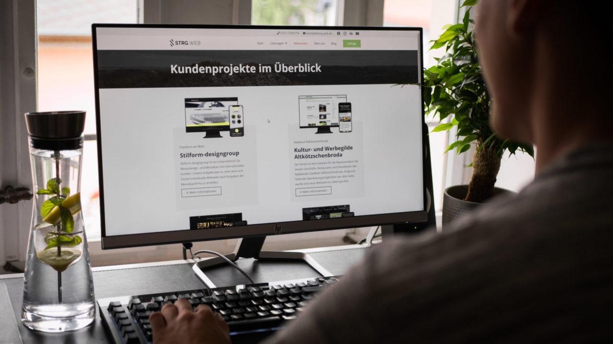 Arbeit am PC mit Kundenprojekte Strg Web Radebeul Webdesign
